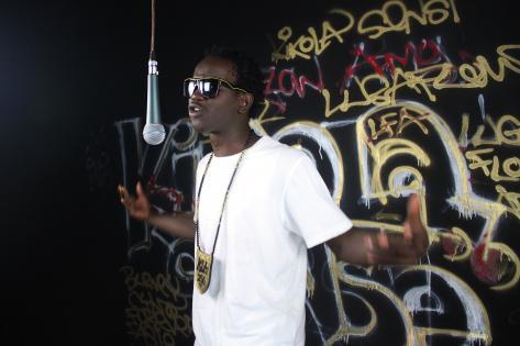 Hiphopperen Cyno Mc ved optagelse af musikvideo. Foto af Lisbeth Kristine Olesen
