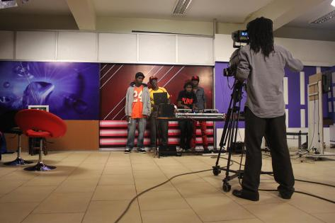 Hiphoppere til interview på TV stationen Record TV under showet 'Swinging Beats' i Kampala. Foto af Lisbeth Kristine Olesen